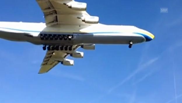 Video «Anflug des Antonov (augenzeuge / c. buehr)» abspielen