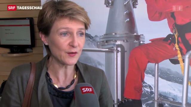 Simonetta Sommaruga auf Fabrikbesuch