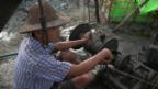 Video «Myanmar: Ölförderung von Hand» abspielen
