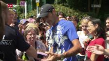 Link öffnet eine Lightbox. Video Fans harren stundenlang aus für ein Federer-Selfie abspielen