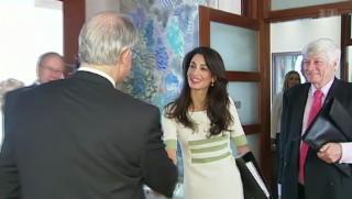 Video «Mrs. Clooney bringt Homepage in Bedrängnis» abspielen