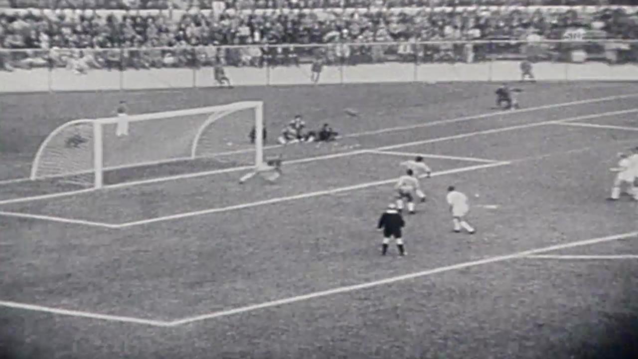 Fussball: WM 1962, Viertelfinal Brasilien - England, Garrincha schiesst zwei Tore