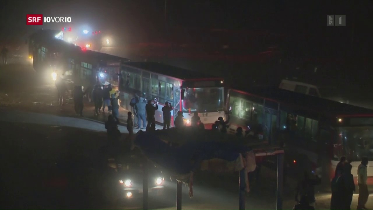 Zivilisten werden aus Aleppo evakuiert