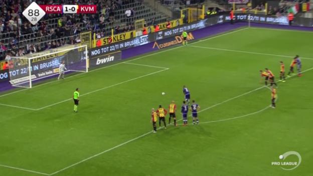 Video «Fussball: Anderlecht-Mechelen: 3 verschossene Elfmeter und ein Eigentor» abspielen