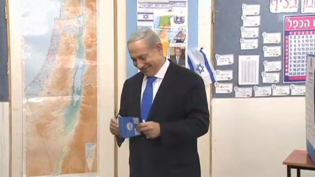 Video «Wahlen in Israel: Netanjahu gibt seine Stimme ab (Originalton)» abspielen