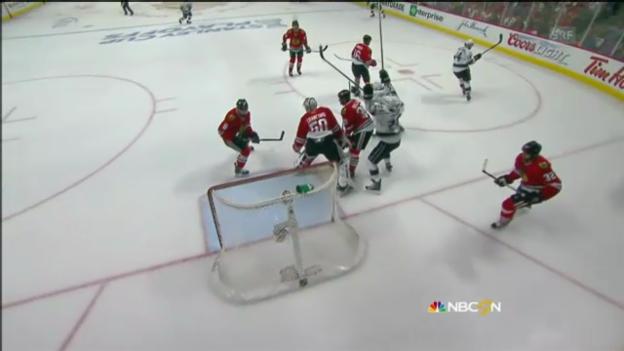 Video «Eishockey: Tore zwischen Chicago und Los Angeles» abspielen