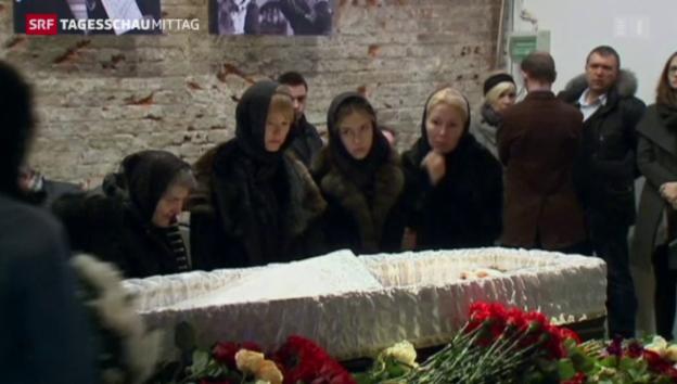 Video «Emotionaler Abschied von Nemzow» abspielen