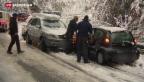 Video «Erster Schnee verlangt Geduld im Verkehr» abspielen