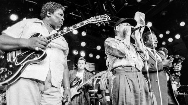 Nobs jammt auf Mundharmonika mit B.B. King. (1984, Live)