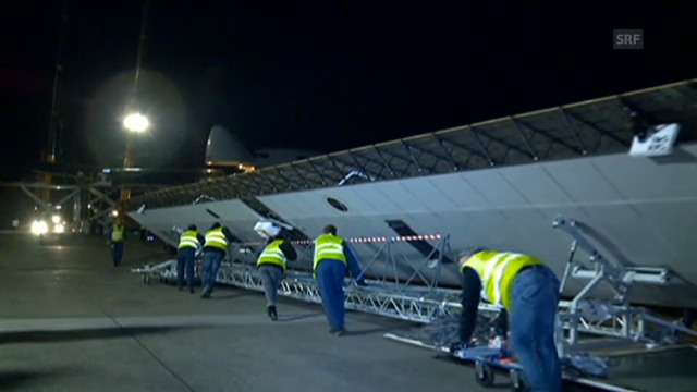 Solar Impulse im Jumbo-Bauch