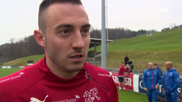 Video «Fussball: Training Schweizer Nationalmannschaft, Interview Josip Drmic» abspielen