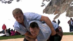 Video «Wenger und Abderhalden: Schwungvoll auf dem Jungfraujoch» abspielen