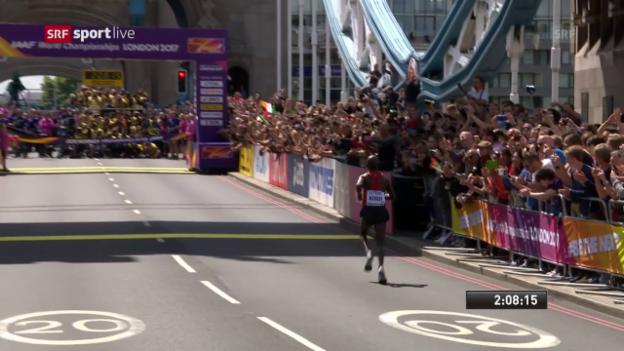 Video «Kenianer Kirui triumphiert: Die Schlussphase des Marathons» abspielen