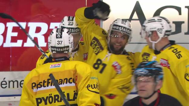 Video «Bern feiert 7:2-Sieg im Zähringer-Derby» abspielen