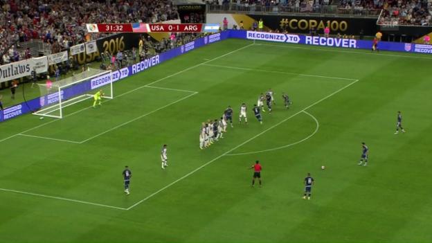 Video «Der Traum-Freistoss von Lionel Messi» abspielen