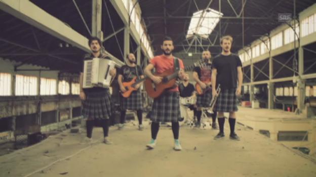 Video «Griechenland: Koza Mostra feat. Agathon Iakovidis, «Alcohol Is Free»» abspielen