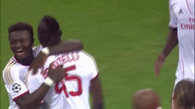 Video «Die Tore von Milan-Eindhoven (unkommentiert)» abspielen