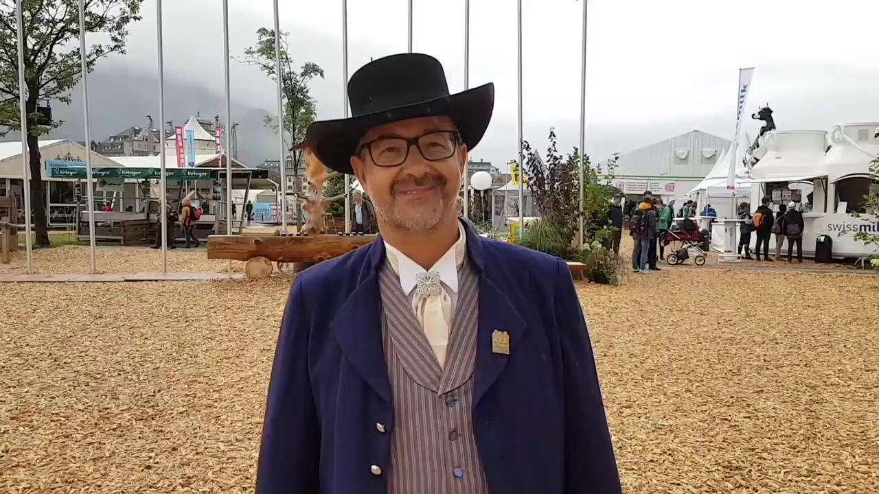 Res Lussi trägt die Nidwaldner Männertracht aus der Empire-Zeit
