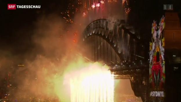 Video «Wasserfall aus Lichtern in Sydney» abspielen