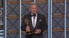 Video «Glamouröse Gewinner bei den Emmy-Awards» abspielen