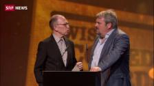 Link öffnet eine Lightbox. Video Mike Müller gewinnt zwei Swiss Comedy Awards abspielen