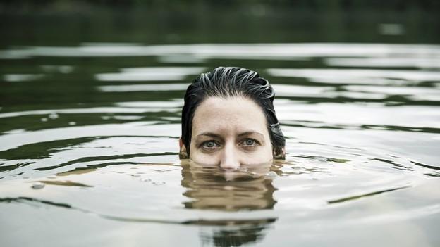 Video «Badeotitis – Wenn entzündete Ohren den Badespass vermiesen» abspielen