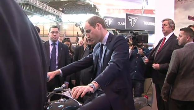 Video «Töff-Fan Prinz William sitzt Probe» abspielen