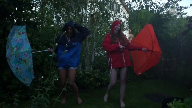 Video «SRF 3-Festival-Superpass: Jessi und Sarah» abspielen