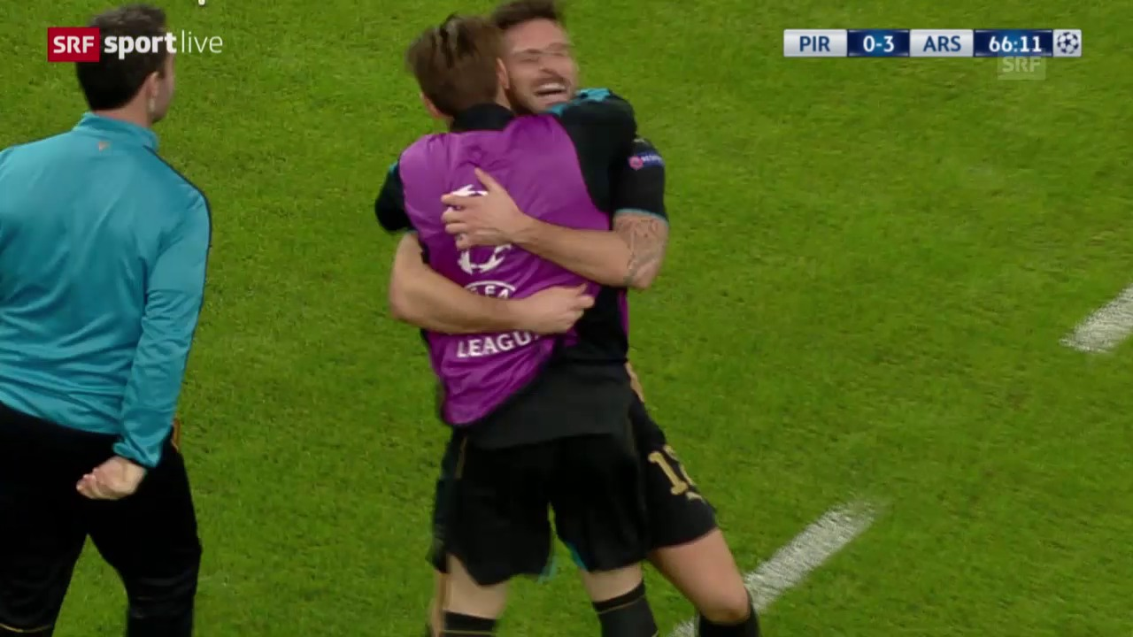 Fussball: Champions League, Gruppenphase, 6. Spieltag, Olympiakos - Arsenal, Giroud erhöht per Penalty auf 3:0