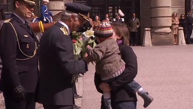 Video «Carl Gustaf feiert seinen Geburtstag» abspielen