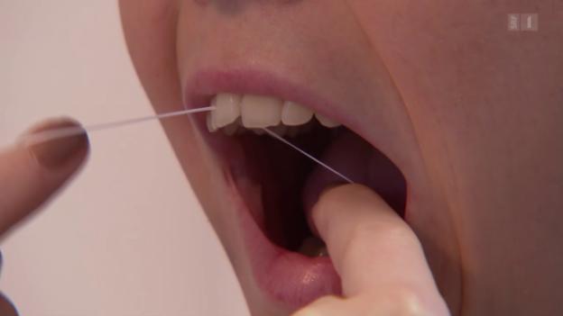 Video «Zahnseide im Test: Nur nicht den Faden verlieren» abspielen