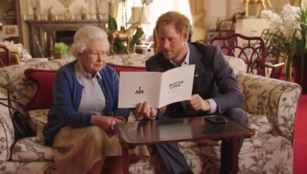 Video «Queen & Prinz Harry im Twitter-Streit mit den Obamas (unkomm.)» abspielen