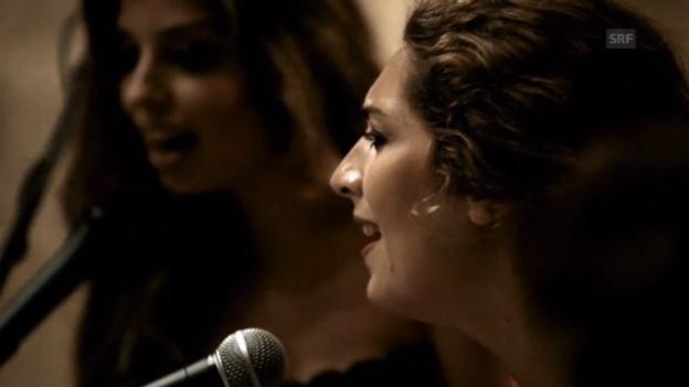 Video «Enrique Morente mit seinen Töchtern Estrella und Soléa» abspielen