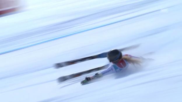 Video «Lara Gut stürzt im 1. Lauf des Riesenslaloms von St. Moritz» abspielen