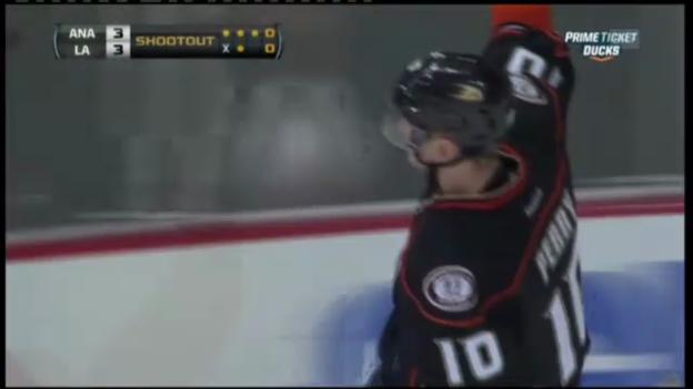 Video «Eishockey: Perry trifft im Shootout für Anaheim» abspielen