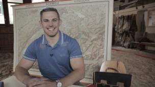 Video ««I muess hurti studiere» - Remo Käser löst eine Deutschprüfung» abspielen