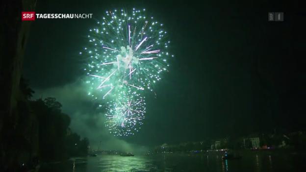 Video «Feuerwerk über dem Rhein in Basel» abspielen