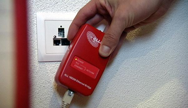 Video «Powerline-Adapter: Internet aus der Steckdose» abspielen