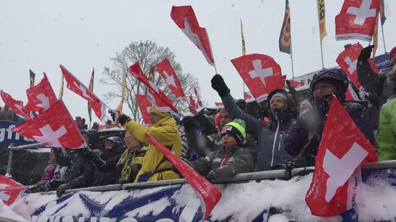 Die Fans applaudieren bei der Zieleinfahrt von Kostelic