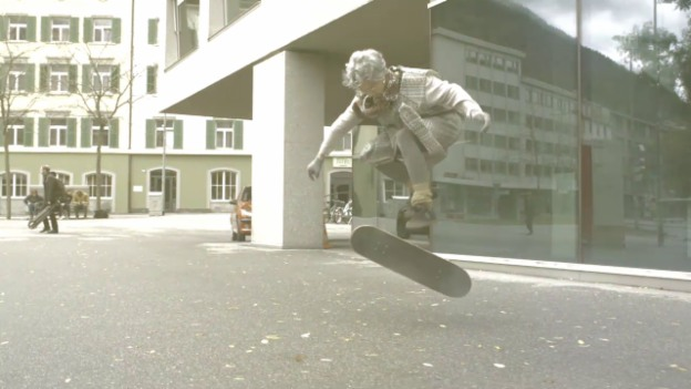 Video «Skating Gran Folge 3 - Flashback - Best-Of» abspielen