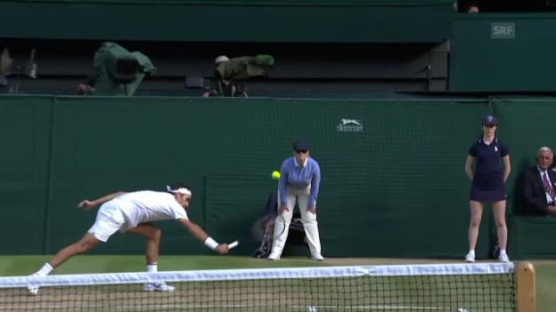 Video «Federer auf falschem Fuss erwischt... und trotzdem mit Winner» abspielen
