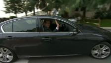 Video «Prinz Alberts Ankunft im Spital (unkomm.)» abspielen