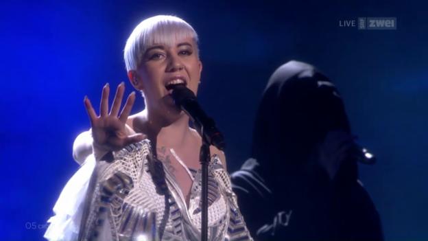 Video «#05 Kroatien: Nina Kraljić mit «Lighthouse»» abspielen
