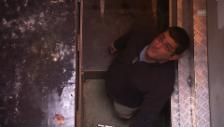 Video «Sacha Barman kontrolliert die Erdbeben-Messstation in Zürich» abspielen