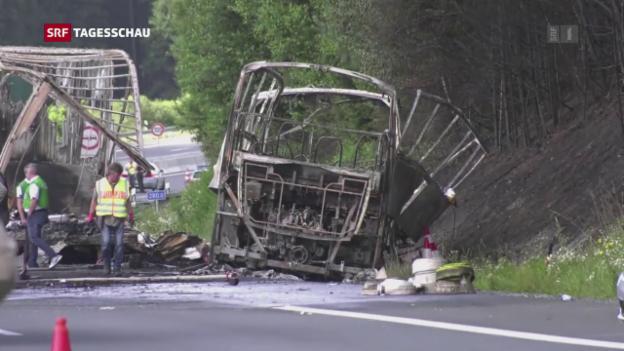 Video «Ein sichtlich bewegter Verkehrsminister» abspielen