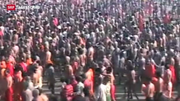 Video «Massenpanik bei Hindu-Fest in Indien» abspielen