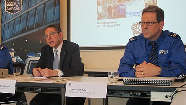 Roland Scherer, Chef der Mobilen Einsatzpolizei (rechts im Bild) im Gespräch mit Stefan Ulrich (28.03.2013)