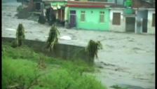 Video «Überflutungen in Indien» abspielen