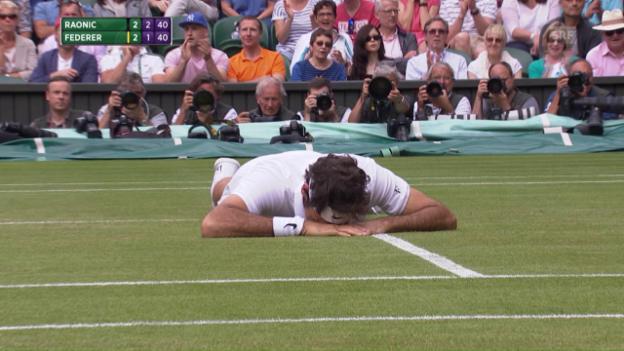 Video «Der Sturz von Federer im 5. Satz» abspielen