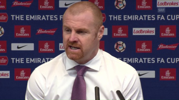 Video «Burnley-Trainer Dyche: «Keine Entschuldigungen» (SNTV)» abspielen